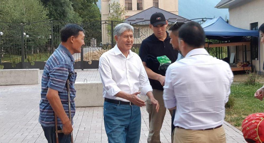 Бывший президент Кыргызстана Алмазбек Атамбаев в своем доме в Кой-Таше