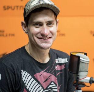 Шоумен Давид Орбелиани во время беседы на радио Sputnik Кыргызстан