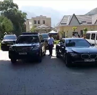 Мурдагы президент Алмазбек Атамбаев ЖККУнун Кант авиабазасы аркылуу саат 12:30да уча турганын айтты.