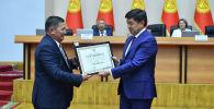 Премьер-министр Мухаммедкалый Абылгазиев Эң мыкты айыл өкмөтү сынагынын жеңүчүүлөрүнө сыйлык берүү