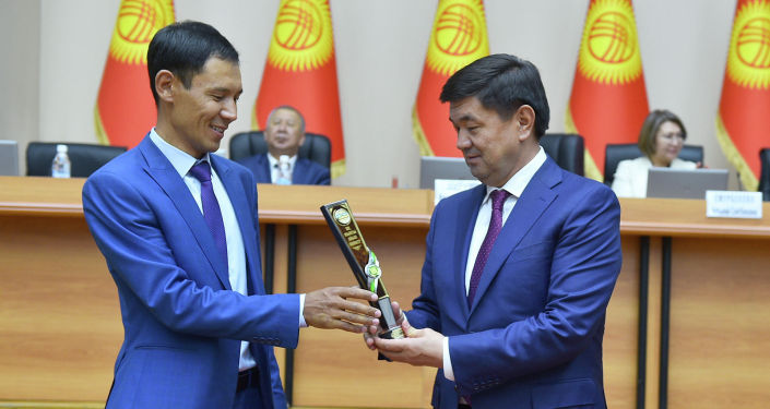 Премьер-министр Кыргызской Республики Мухаммедкалый Абылгазиев во время награждения победителей общегосударственного конкурса на звание Самый лучший айыл окмоту по итогам работы за 2018 год.