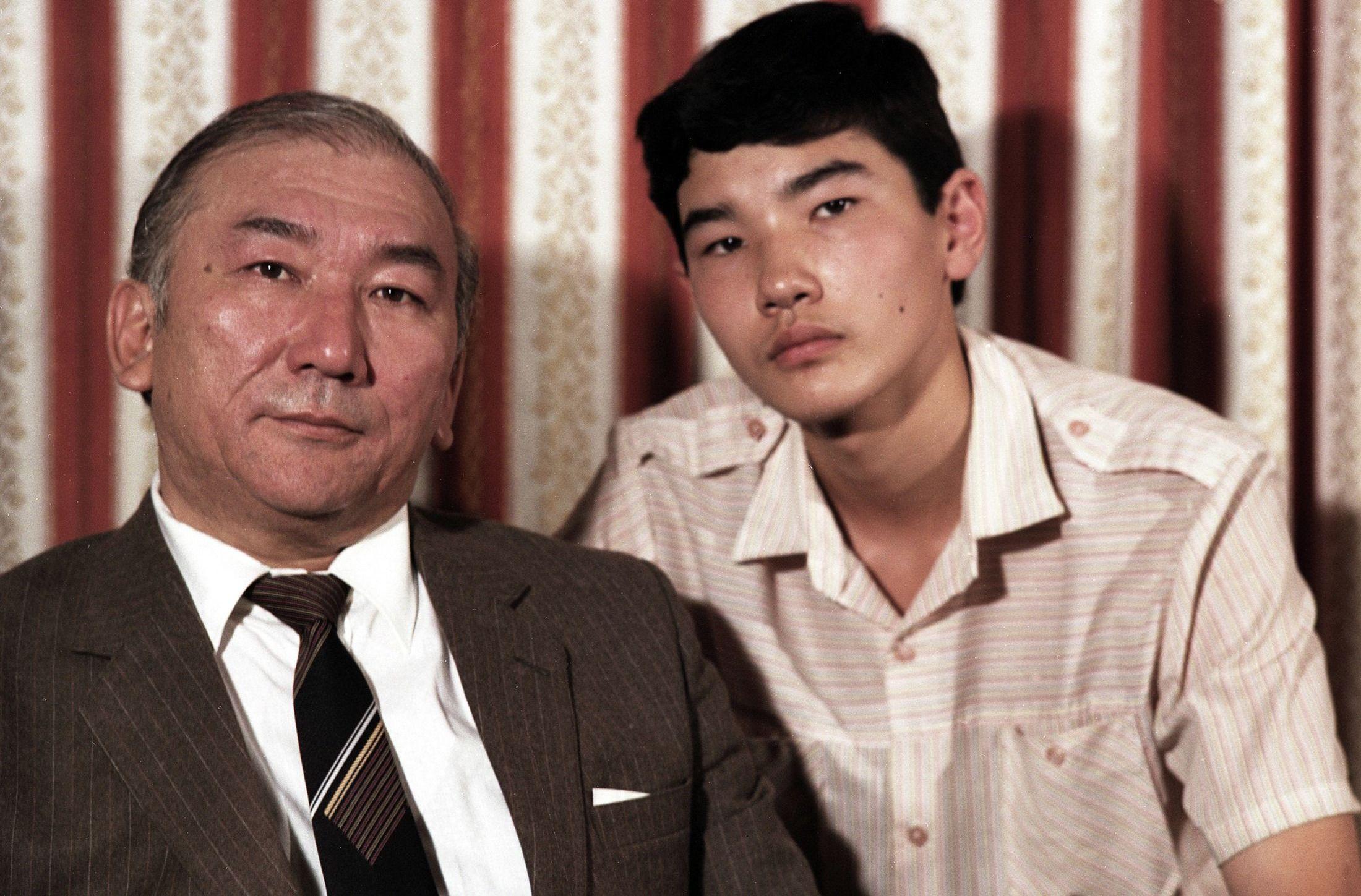 Режиссер, народный артист Кыргызстана Мелис Убукеев с сыном Сейитом