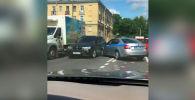 В Санкт-Петербурге патрульный экипаж ДПС устроил погоню за нарушителем, но сам попал в аварию.