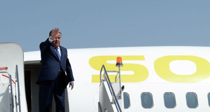 Президент Республики Таджикистан Эмомали Рахмон в международном аэропорту Иссык-Кульпосле завершения рабочего визита главы РТ. 28 июля 2019 года
