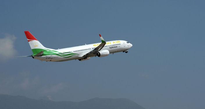 Самолет президента Республики Таджикистан Эмомали Рахмона вылетает с международного аэропорта Иссык-Куль после завершения рабочего визита главы РТ. 28 июля 2019 года