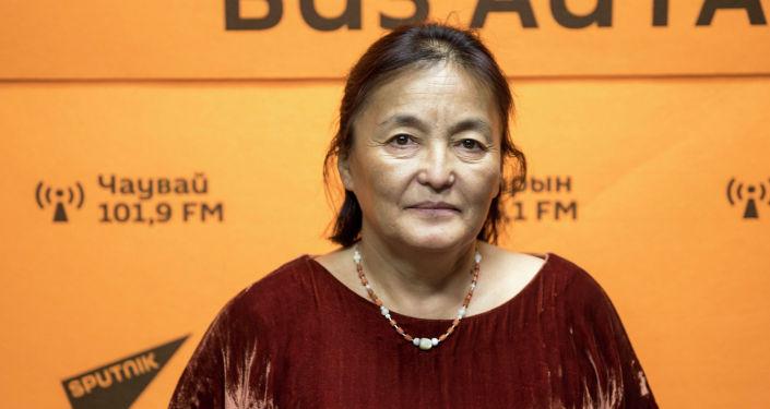 Генеральный директор фестиваля Оймо Динара Чочунбаева во время беседы на радио Sputnik Кыргызстан