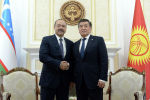 Президент Сооронбай Жээнбеков Кыргызстанга иш сапары менен келген Өзбекстандын премьер-министри Абдулла Ариповду кабыл алды