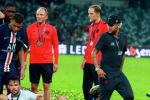 Нападающий ПСЖ Килиан Мбаппе вытолкал своего одноклубника Неймара во время празднования победы в Суперкубке Франции