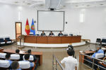 Премьер-министр Кыргызстана Мухаммедкалый Абылгазиев представил коллективу Государственной таможенной службы нового председателя Алтынбека Торутаева