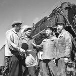 Балыкчы станциясындагы алдыңкы жумушчулар. 1966-жыл
