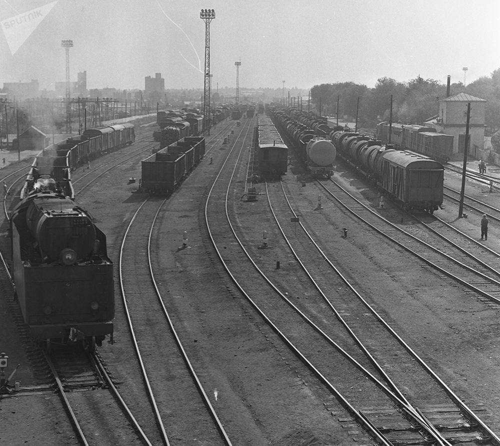 Пишпек темир жол станциясынын жалпы көрүнүшү. 1965-жыл