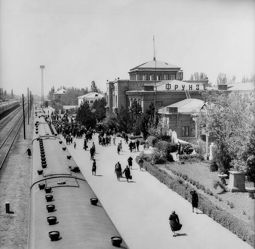 Фрунзе темир жол вокзалынын 1966-жылдагы көрүнүшү