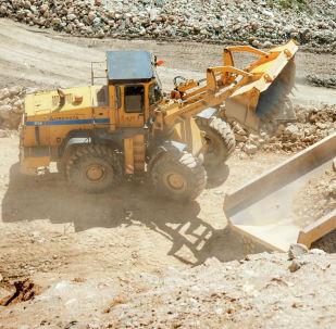 Погрузка золотосодержащей руды на участке Высокий рудника Ирокинда ОАО Бурятзолото.