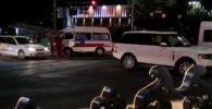 Очевидец прислал видео на WhatsApp-канал Sputnik Кыргызстан. По его словам, на пересечении проспектов Манаса и Чуй столкнулись внедорожник Range Rover и карета скорой помощи.