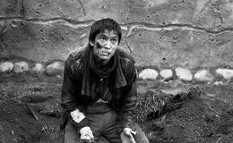 Актер жана режиссер Аман Камчыбековдун сүрөтү 1978-жылы Чүй облусунда тартылган