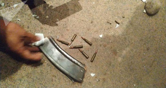 Боевые патроны на земле после попытки штурма дома Алмазбека Атамбаева в селе Кой-Таш