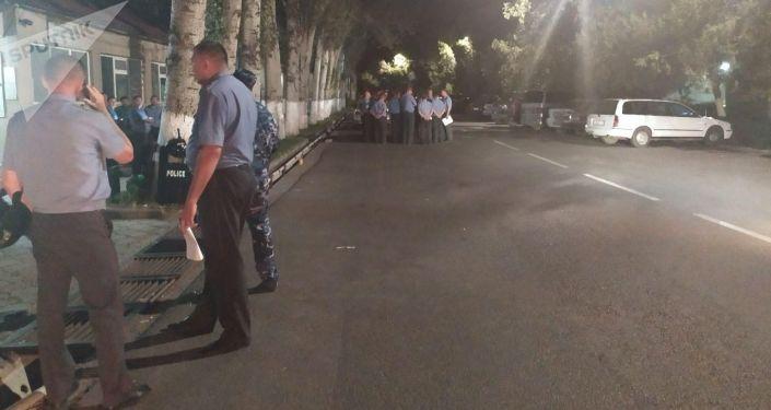 Обмундирование полка спецназначения в Бишкеке после штурма дома Алмазбека Атамбаева в селе Кой-Таш