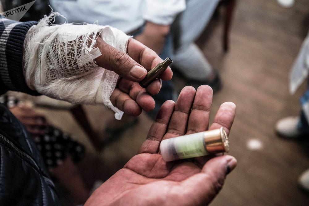 Вот чем в нас стреляли, — говорит один из сторонников Атамбаева