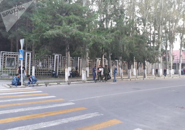 Здание ГКНБ, где по предварительным данным привезли Алмазбека Атамбаева из села Кой-Таш