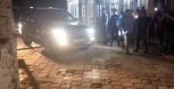 ИИМдин маалымат кызматынан кабарлашкандай, Атамбаевди кармоо операциясын ички иштер министри Кашкар Жунушалиев өзү жетектеген.