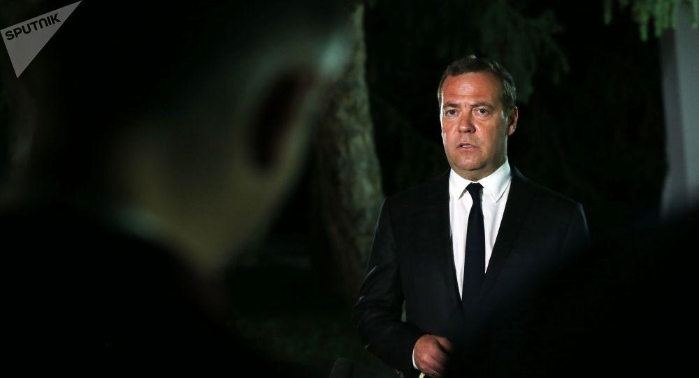 8 августа 2019. Председатель правительства РФ Дмитрий Медведев, прибывший в Киргизию для участия в заседании Евразийского межправительственного совета, отвечает на вопросы журналистов.