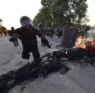 Кой-Таш айылындагы ИИМ кызматкерлери