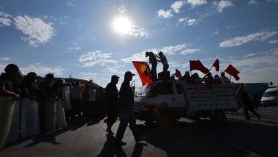 Сторонники бывшего президента КР Алмазбека Атамбаев в селе Кой-Таш. Архивное фото