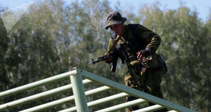 Военнослужащий команды Узбекистана во время учений. Архивное фото