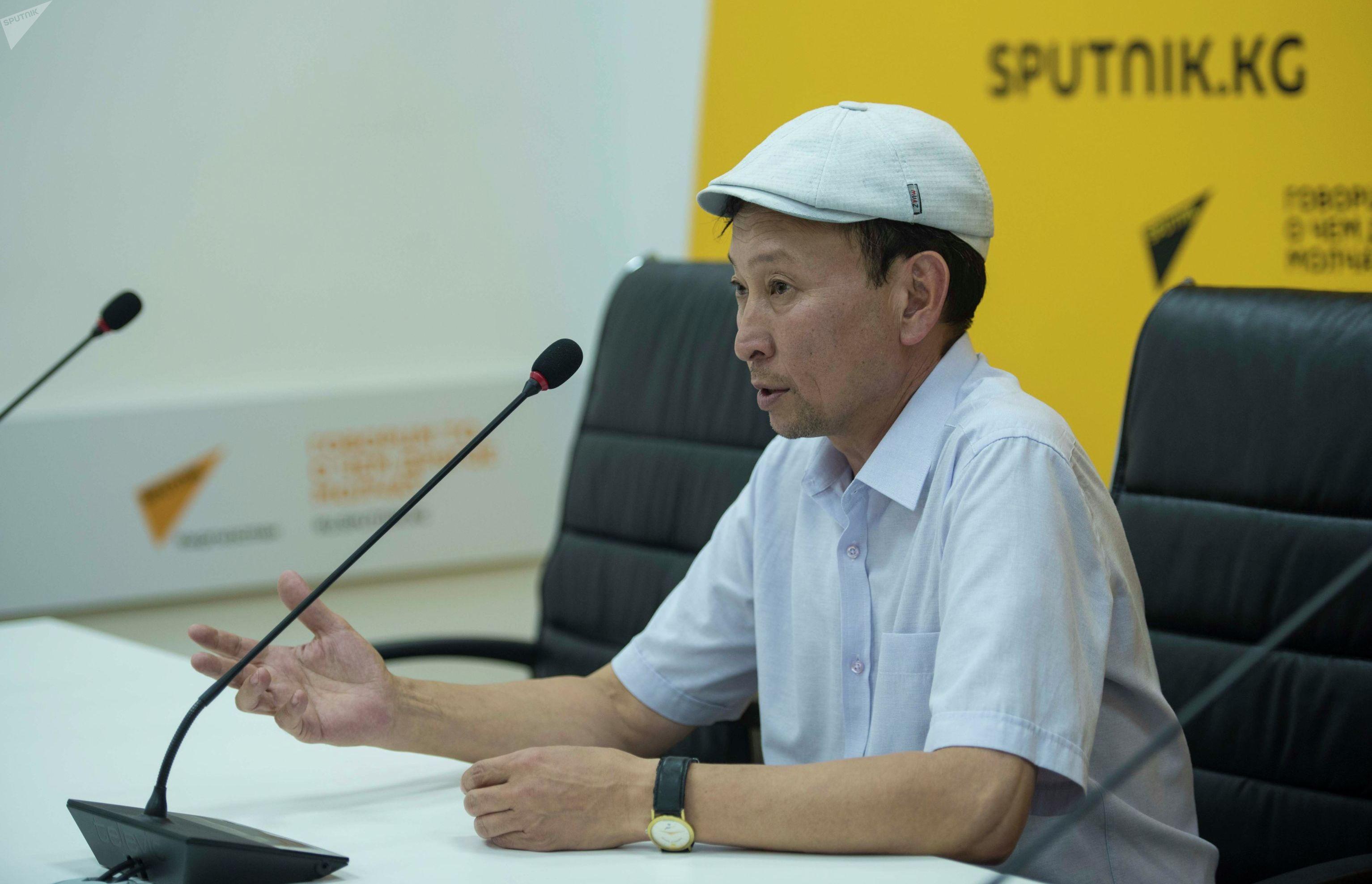 Фотожурналист Эрлан Сатыбеков во время мастер-класса в рамках образовательного проекта SputnikBilim в мультимедийном пресс-центре Sputnik Кыргызстан