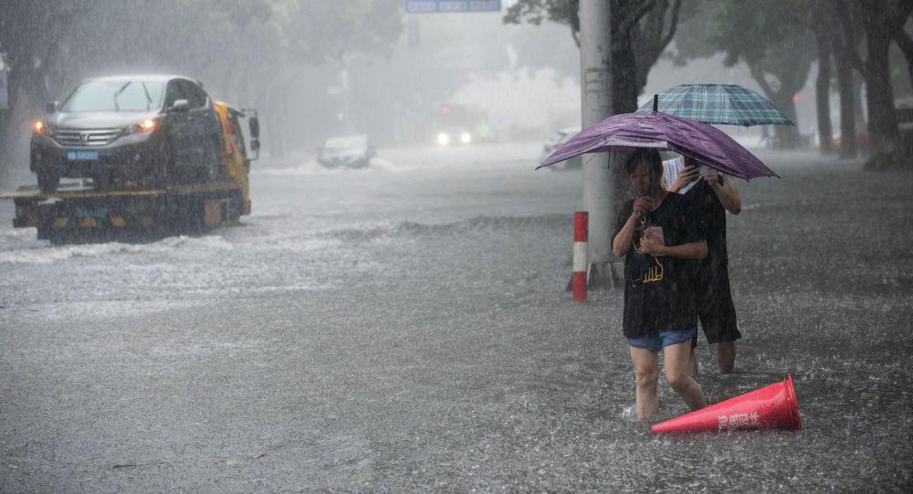 Кытайда жүрөк үшүн алган катуу тайфун