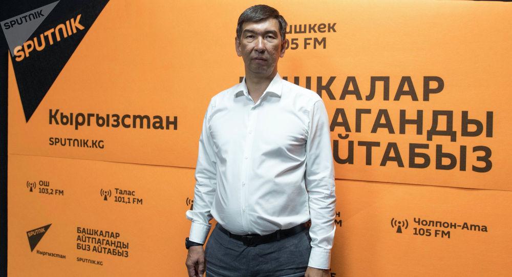 Бишкек шаарынын мэри Азиз Суракматов. Архивдик сүрөт