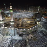 Паломники во время хаджа в мечети Масджид аль-Харам в Мекке
