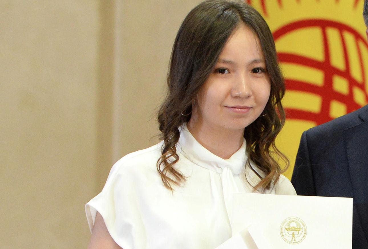 Выпускница кыргызско-турецкого женского лицея № 20 Гулшода Мамажанова