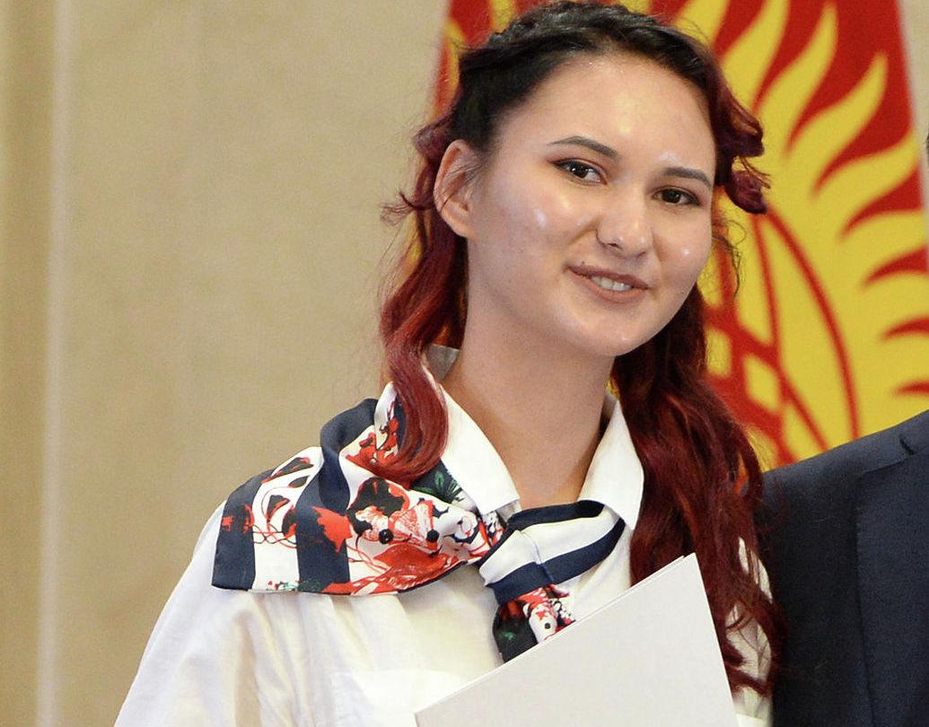 Выпускница учебно-воспитательного комплекса школы-гимназии № 12 Дария Мусаева