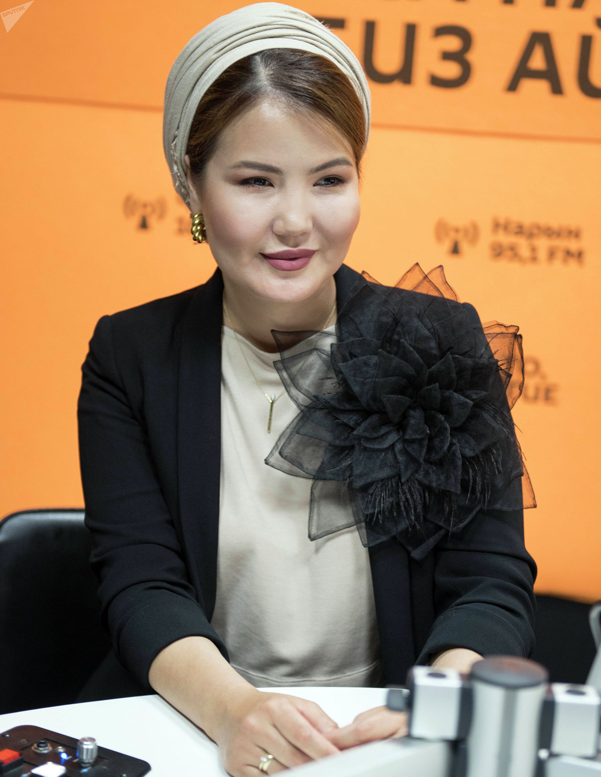 Бизнесвумен Айканыш Ахматова во время интервью
