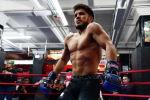 UFC уюмунун эки салмак категориясы боюнча чемпиону Генри Сехудо. Архив