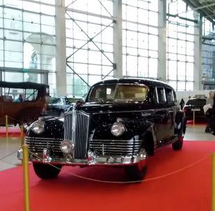 На московской Выставке достижений народного хозяйства проходит ретроспективная презентация автомобилей из Гаража особого назначения Федеральной службы охраны РФ.