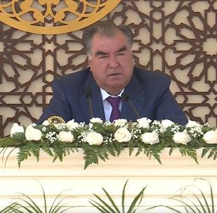 Тажикстандын президенти Эмомали Рахмон саясий карьерасынын алгачкы жылдары тууралуу айтып берди.