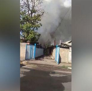 Өрт 15-августта саат 9:30дар чамасында Кайназарова менен Жамгырчинов көчөлөрүнүн кесилишиндеги үйдөн чыккан.