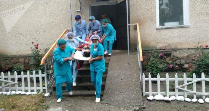 Тактические учения сотрудников МЧС Аксуйского района в районном медицинском центре села Теплоключенка