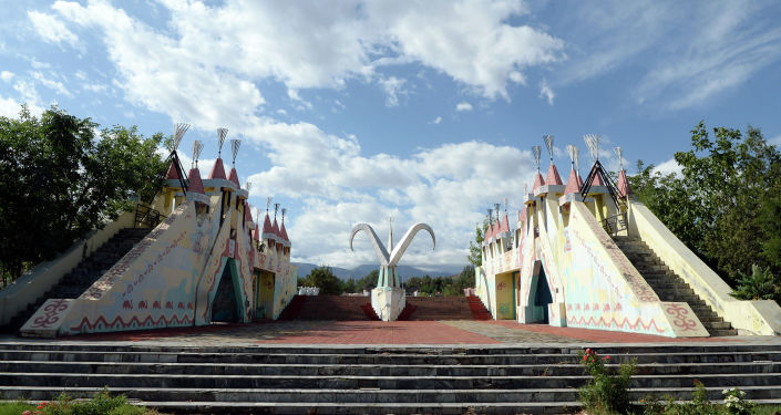 Состояние культурно-этнографического комплекса Манас айылы в Бишкеке. 16 августа 2019 года