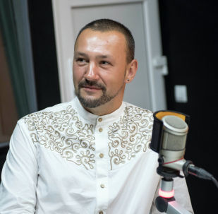 Путешественник и блогер Паша Глобус во время беседы на радио Sputnik