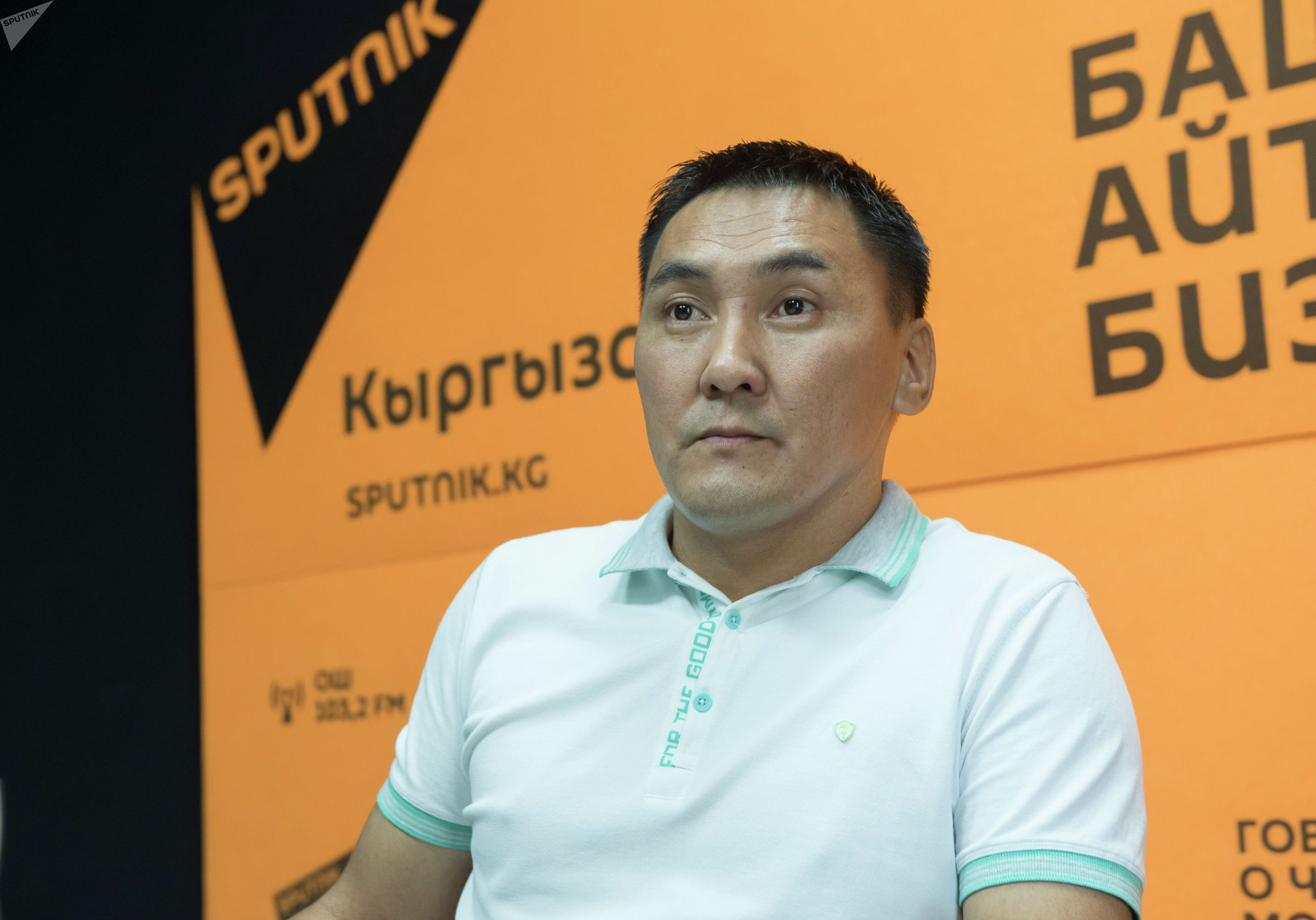 Бизнес-тренер Канат Абдилов во время интервью