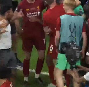 Ливерпуль временно потерял вратаря Сан Мигель дель Кастильо Адриана, благодаря которому клуб выиграл Суперкубок Европы.