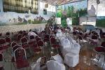 Мужчины на месте взрыва в свадебном зале в Кабуле. 18 августа 2019 года. Более 60 человек были убиты и десятки ранены в результате взрыва, нацеленного на свадьбу в афганской столице, заявили власти 18 августа