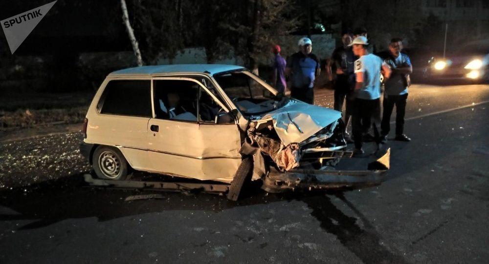 Последствия ДТП с участием трех автомобилей на пересечении улиц Щербакова и Профессора Зимы в Бишкеке. 18 августа 2019 года