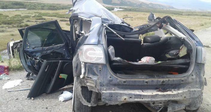 Последствия ДТП с участием трех авто в Суусамырской долине