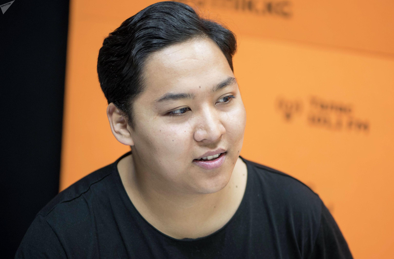Автор и режиссер проекта Бишкек 140 Эрик Абдыкалыков во время интервью