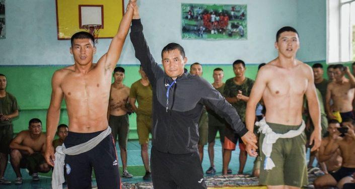 В Департаменте по охране и конвоированию Госслужбы исполнения наказаний Кыргызстана прошел турнир по кыргыз-күрошу, посвященный ко Дню Независимости