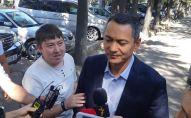 Экс-депутат ЖК Омурбек Бабанов отвечает на вопросы журналистов перед допросом в ГКНБ
